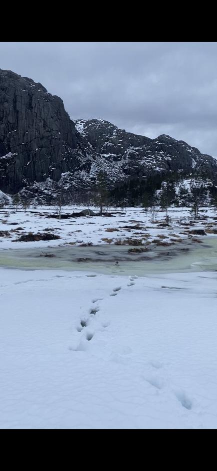 Nokså vått inn til Skåpet i helgen som var. Snøen smeltet fort.