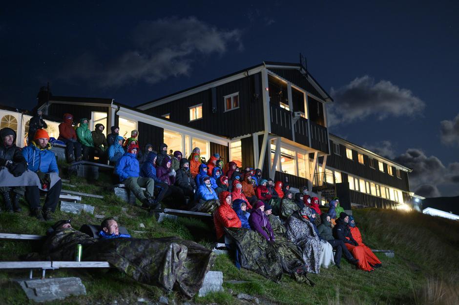 Filmvisning på UTE-scenen under stjernehimmelen ved Gjendesheim.
