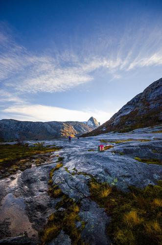 Børtinden bader i lav høstsol i det vi entrer Åselidalen i Bodø kommune.