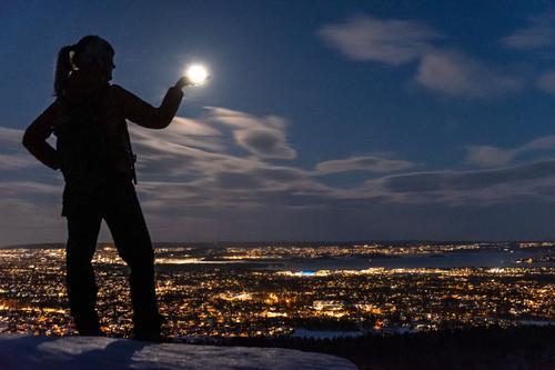 Fullmånen fanges på Gråmagan.