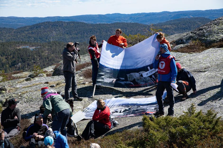 3 store bannere som viser utsikten med vindturbiner manipulert inn ble vist frem for de mange deltakerne. Selv motstandere ble overrasket over hvor dominerende det kan bli.