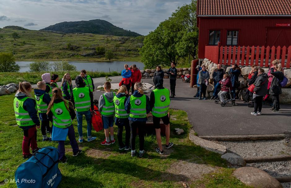 Vi får besøk av RØFF (Røde Kors førstehjelp og friluftsliv) ungdommer som vil lære oss om førstehjelp.
