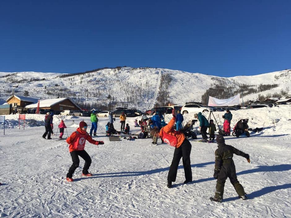 BT Sogndal hadde Kom deg ut-dag i Rindabotn med tur-quiz, hopp og trampeløype.