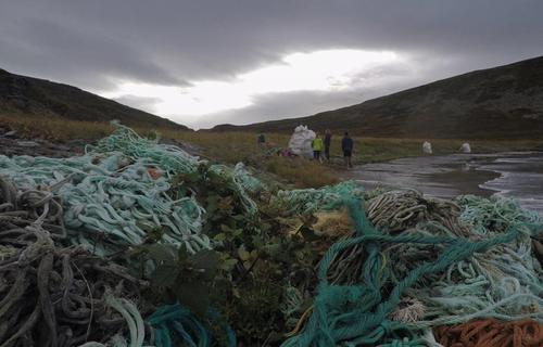 Noe av søpla i Bastafjorden