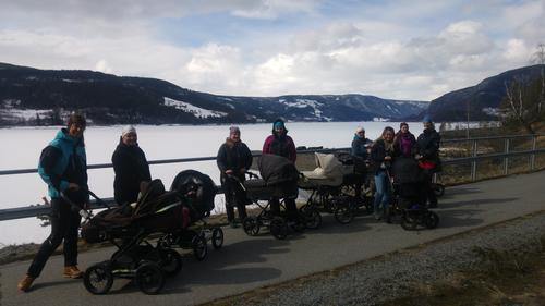 25. april var det trilletur langs Strandefjorden med Barnas Turlag
