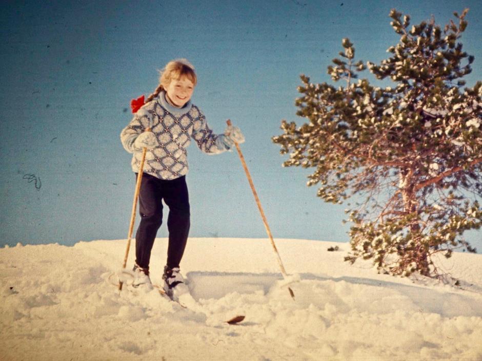 Fana i Bergen ca. 1965. Motiv: Karin Lyngbø på skitur