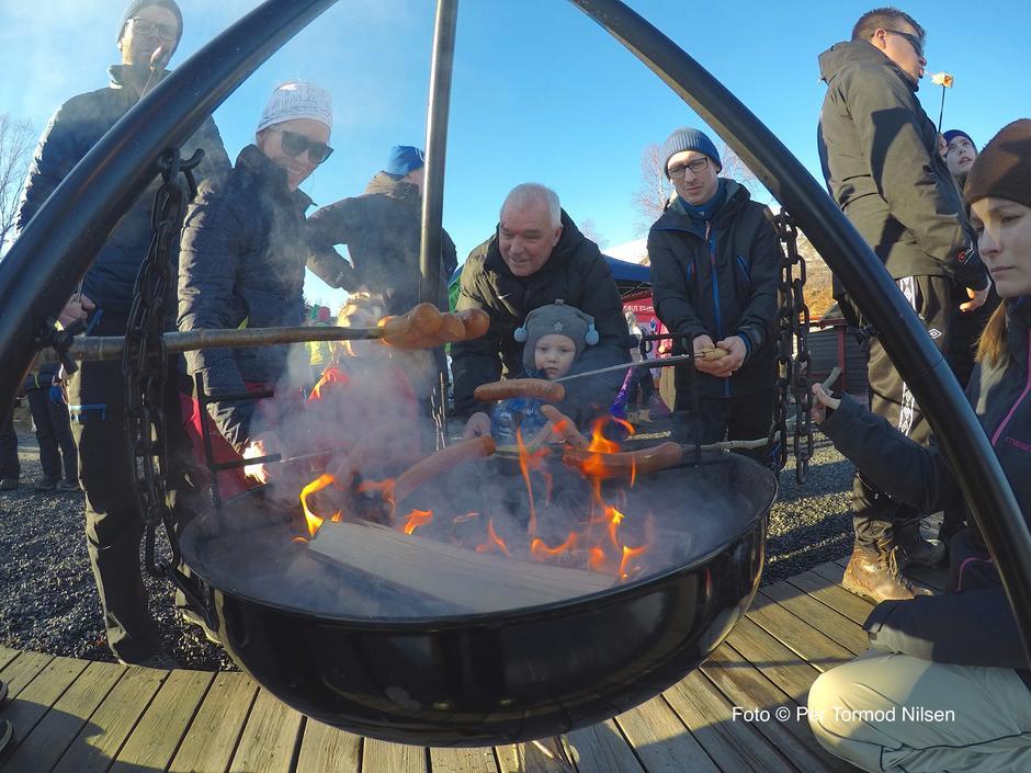 Bålkos og pølsegrilling på Skarvatnet