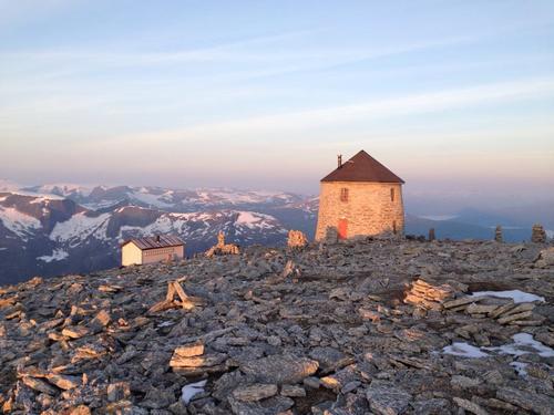 Vil du bli med å byggje ny turisthytte på Skåla?