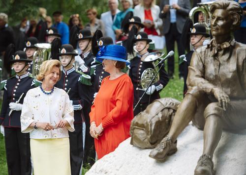 Vi gratulerer Dronningen!