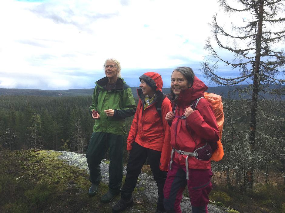Turlederne Eva, Milli og Anne  Berit foreslår en tur til Skåltjernbråtan