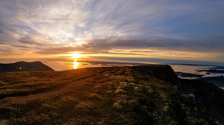 Solnedgang på Skarven, Tustna