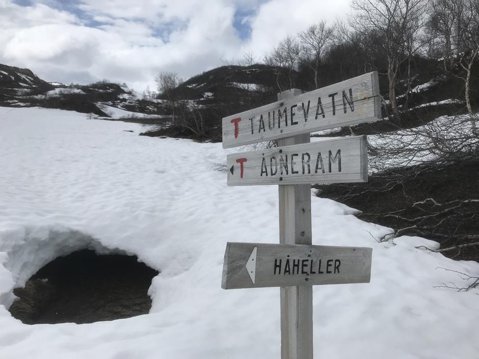 Våren er kommet på fjellet. Pass på snø -broer og elver som går opp