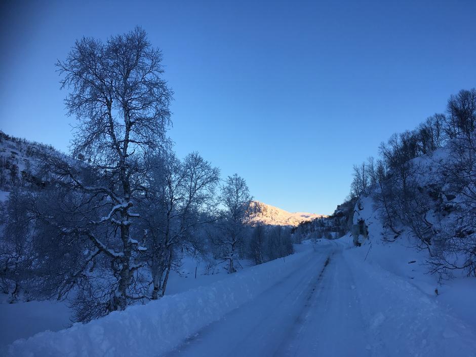 16.12.17. Anleggsvei brøytet, antatt helt inn til demningen. Anbefaler å starte fra STF hytte på Ådneram da forholdene i løypen frem til bakkene etter Flatstøldalen er topp.
