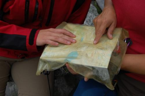 Kart og kompass er et nødvendig supplement til GPS. Foto: DNT Oslo
