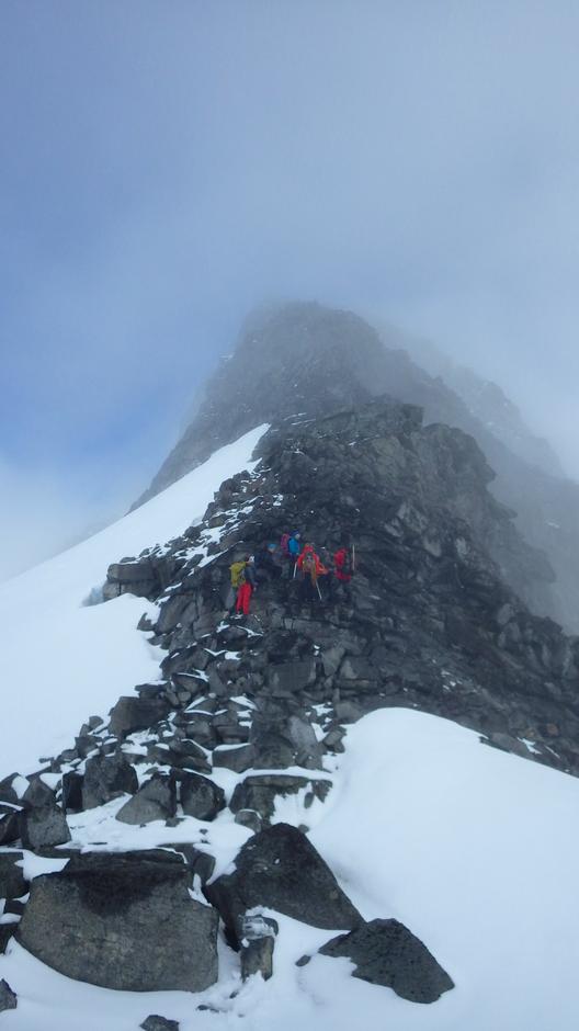 Klar for forsøk på siste 150 meter mot toppen