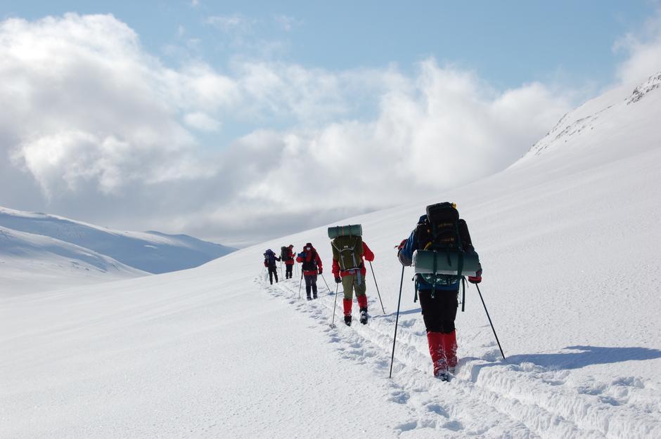 Vinterfjellet krever mer av deg enn sommerturen. Husk å pakke med deg nøvendig utstyr.