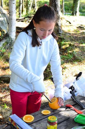 Stella Åker lærer hvor viktig det er å spise godt på tur.