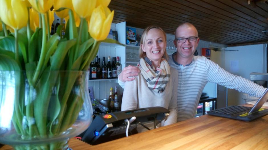 Agnes og Kim Krohn driver DNT Osbakken med varme smil.