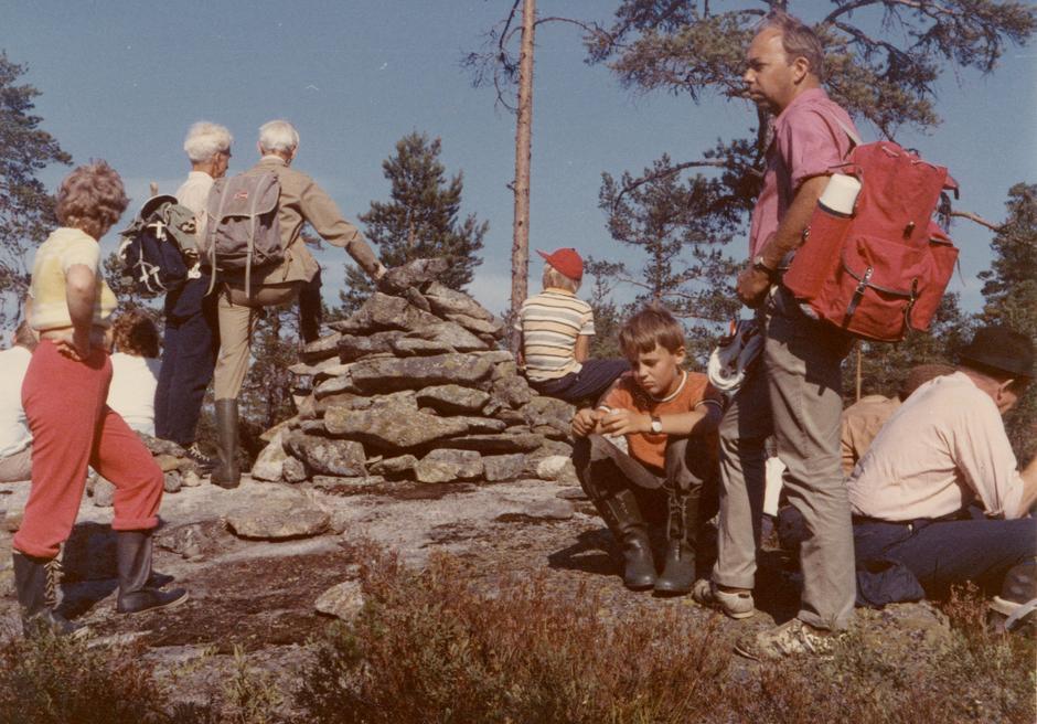 Bispevegvandring i 1973. Nærast frå venstre Berit, Ole Jakob og Morten Bråten.