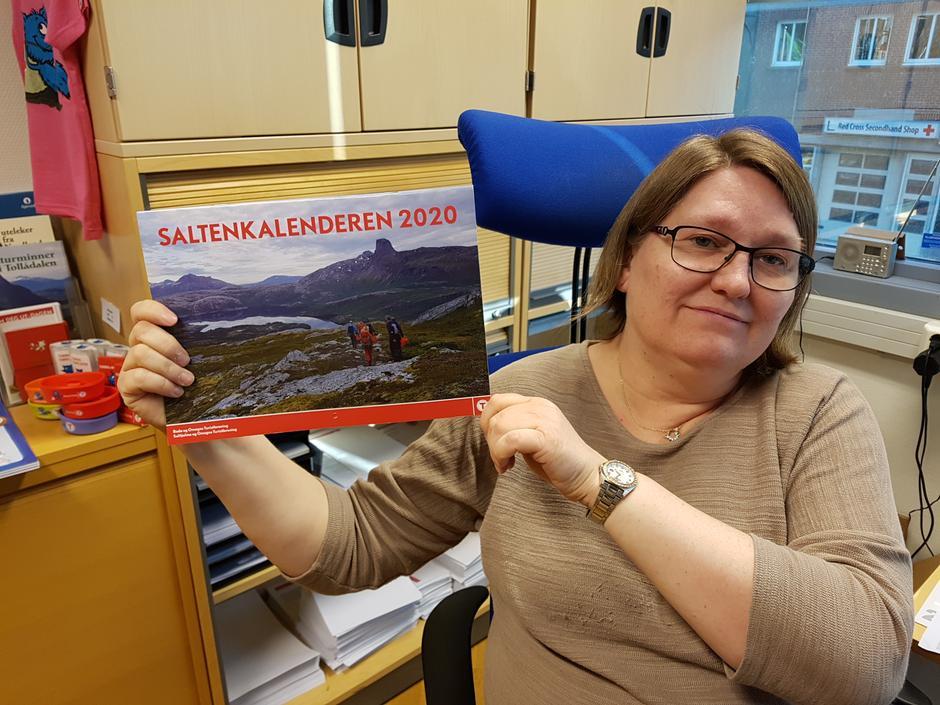 Kalenderen fås blant annet kjøpt hos Kari på BOT-kontoret i Sjøgata 27, 2. etasje