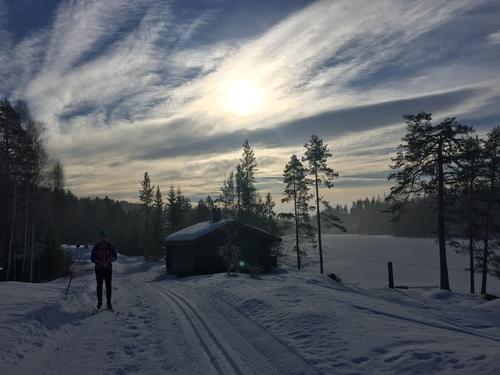 Vårskitur fra by til by i Finnemarka