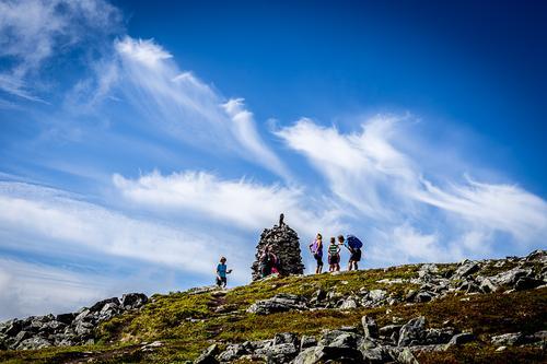Folksomt på toppen av Snøtinden.
