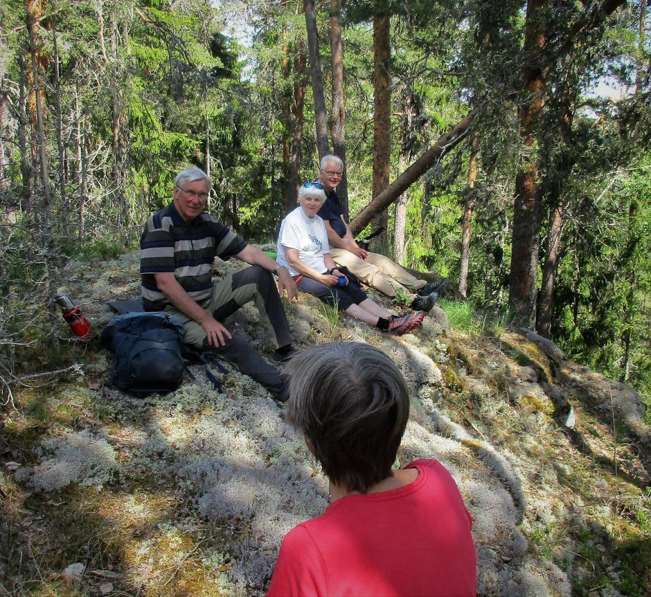 Turleder Nils og flere på Løkåsen.