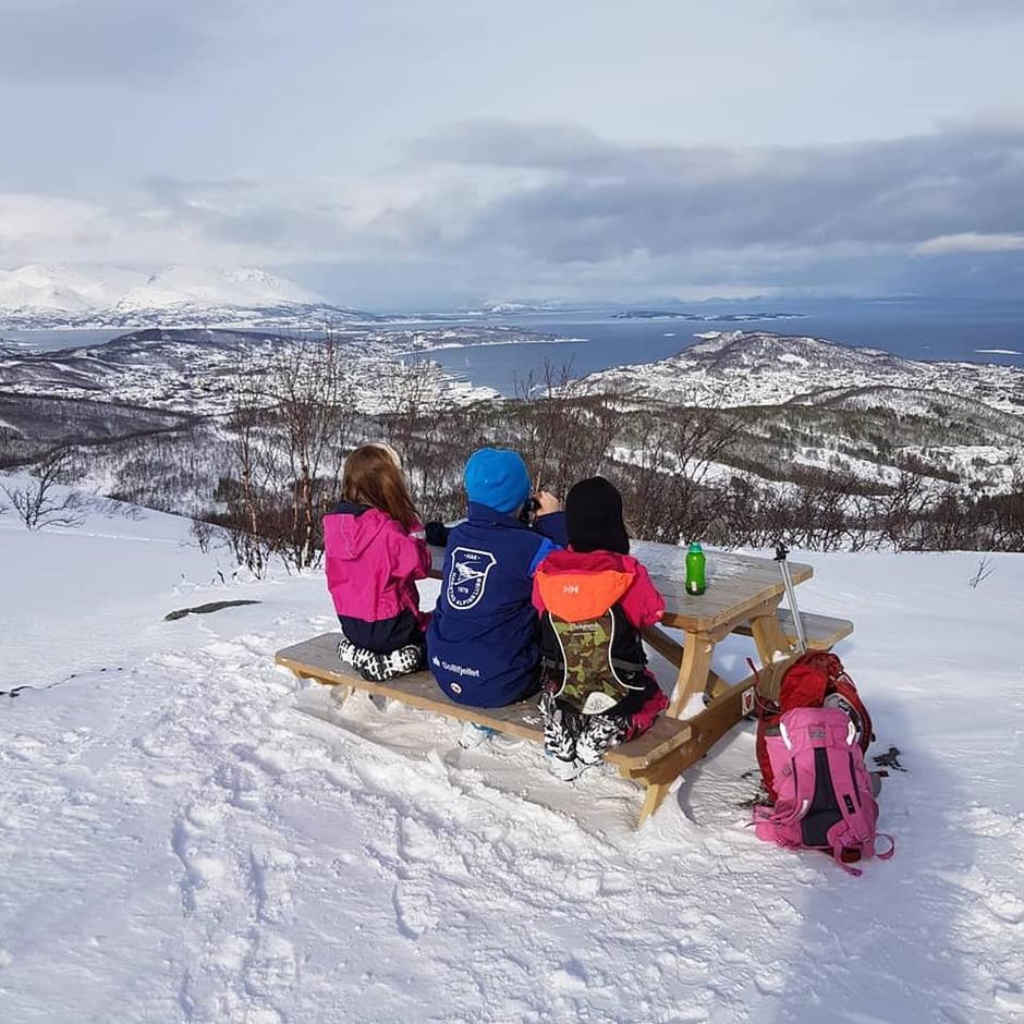 Blir det like bra vær 14. mars, vil nok mange nyte denne utsikta fra Maistua.