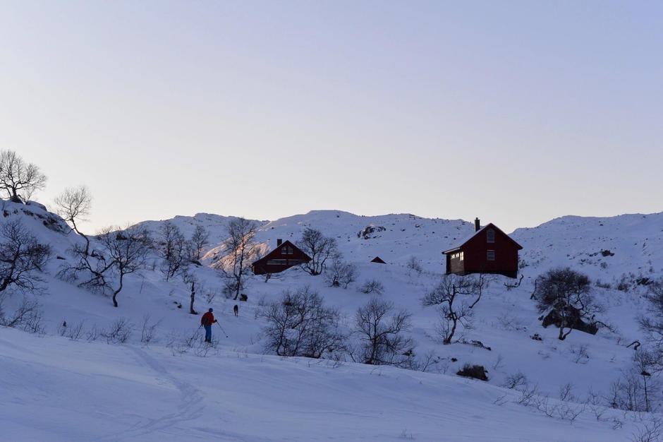 Blåfjellenden 7 januar. Fine forhold over fjellet. Skiføre er greit men litt lite snø siste bakken ned til hytta
