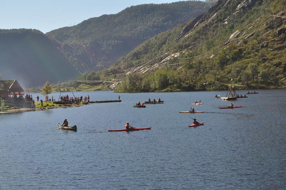 Stor aktivitet på Opstveitvatnet idag