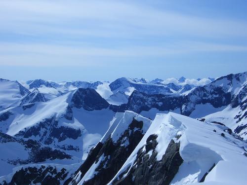 Vi skal ikke opp hit, men dette er et av fjella du når fra Jordalsgrenda.