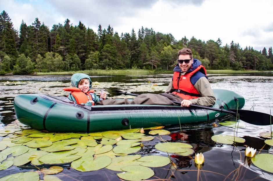 Stian Midttun Jensberg og sønnen Leo i Microraft XL