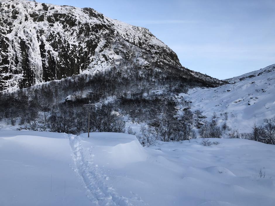 Stien fra Skåpet og oppover mot Gamle Skåpet 21 januar.