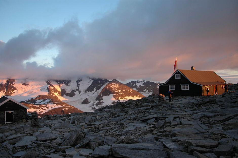 Forhåpentligvis byr Fannaråken på en soloppgang som denne når turen går til Jotunheimen i uke 29