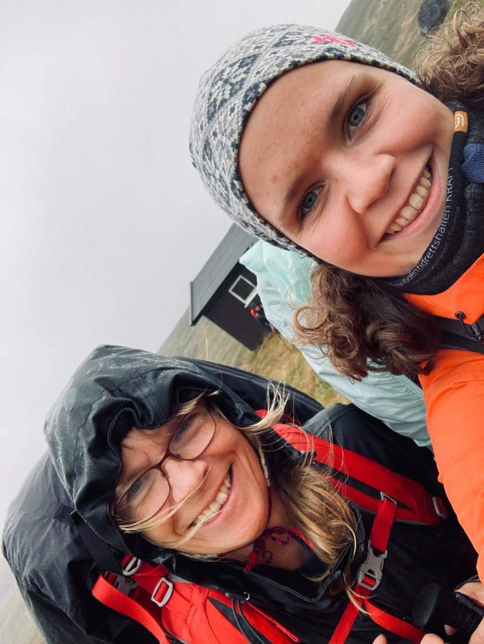 Fornøyde frivillige. Her ved Ruth Lunde Langedal og Synne Hegg Bergan.