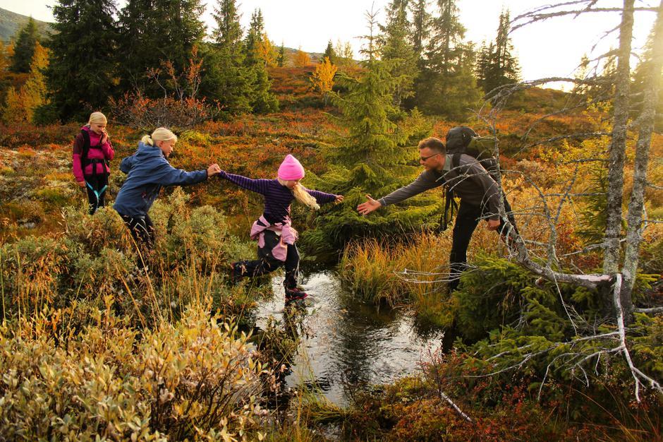 Høstferie i naturen byr på morsomme utfordringer og spennende opplevelser.