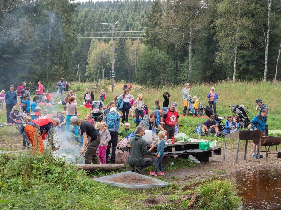Det ble fullt på Sørlitangen utover søndag formiddag.