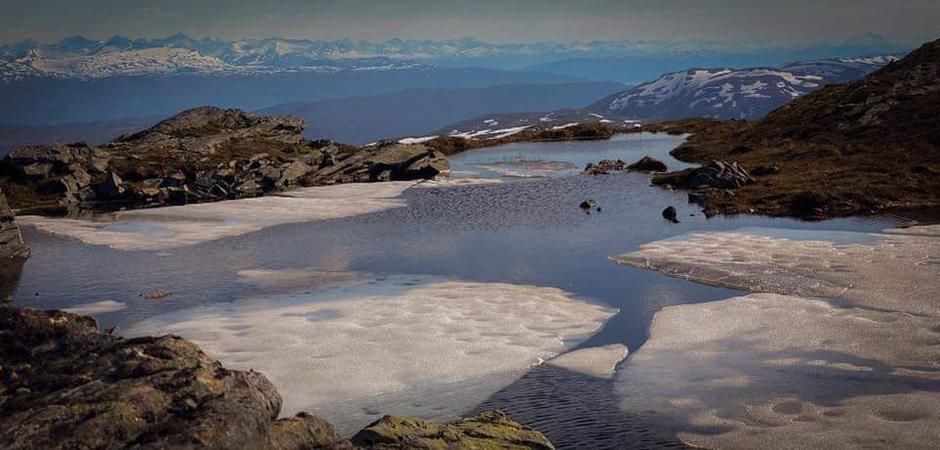 Forsatt mye snø i fjellet på Fjordruta