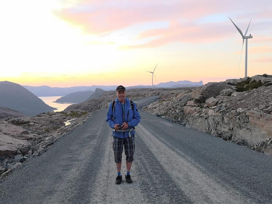 Kvar turbin krev oppstillingsplass på storleik med ei halv fotballbane og om lag 800 meter anleggsveg . Dette medfører sprenging, planering og fylling som gjer uoppretteleg skade i terrenget, og oppstykking av store samanhengande naturområde.  Kjelde: Miljødirektoratet, Notat, Arealbehov (typetall) for landbasert vindkraft i Norge 2019