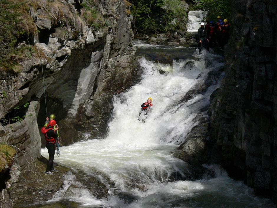 Opplev naturlige vannsklier  med Explore Skjåk