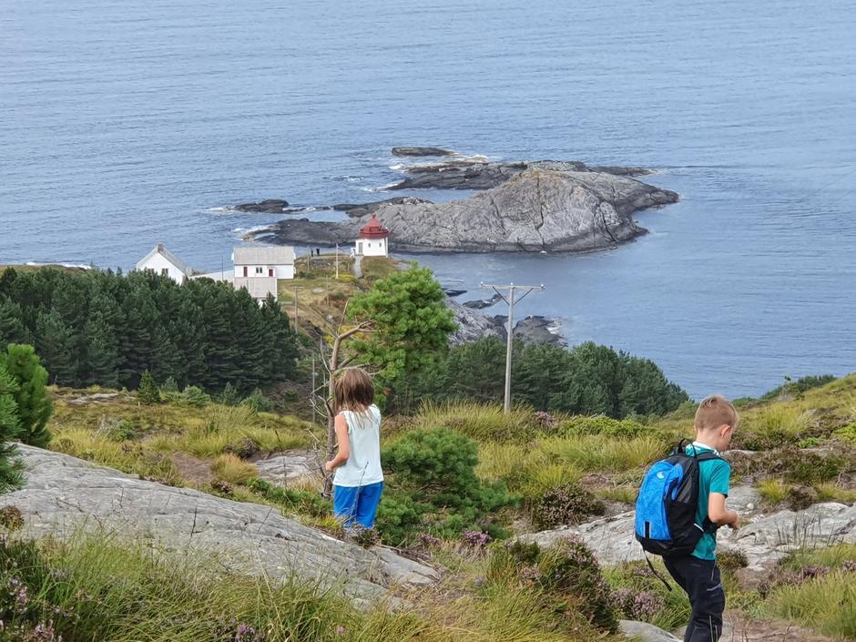 På tur med familien til Skongenes fyr (Vågsøy, Ytre Nordfjord) for å overnatte.