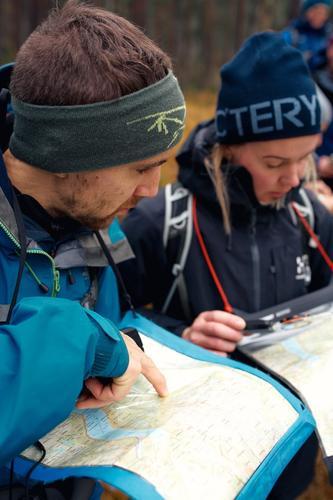 På turleiarkurset lærer du orientering med kart og kompass