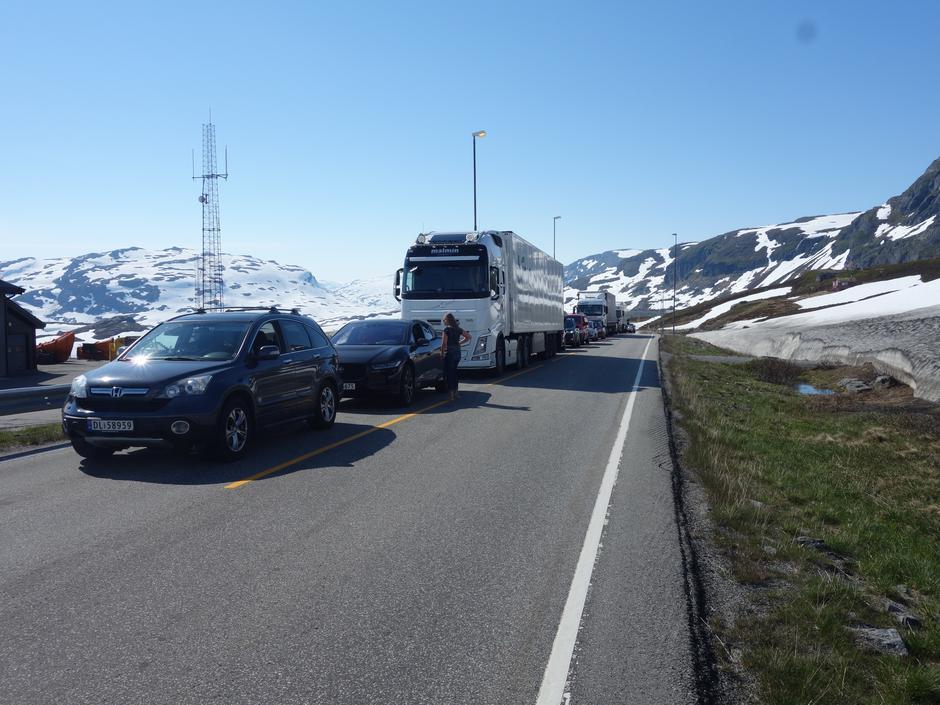Bilister som skal kjøre over Haukelifjell i sommer oppfordres til å planlegge turen og forbedre seg på litt venting.