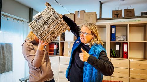 Mari Beitnes og Nina Sleperud fikk oppgaven å trekke en vinner av Aktiv Påske 2021.