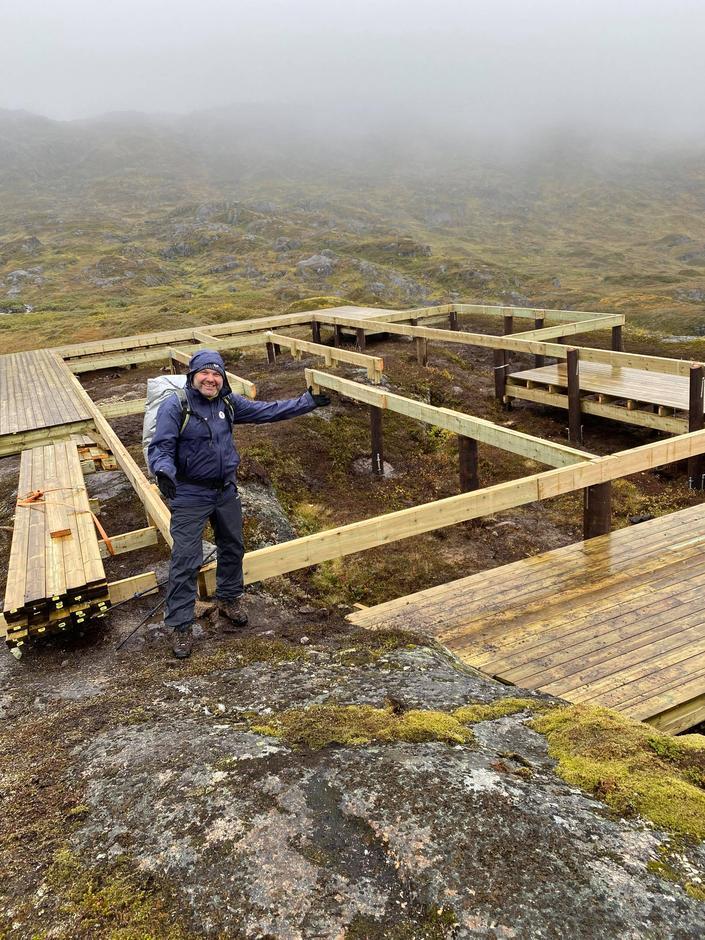 Prosjektleder (og styreleder i Harstad Turlag) Kristian Jakobsen er svært fornøyd med at grunnarbeidet for nyhytta nå er ferdig.