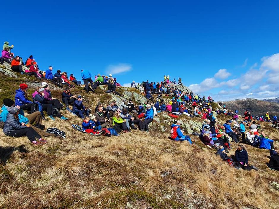 I Hordaland var det fem ulike støttemarsjer som samlet 1300 mennesker. Her fra Nordhordaland med stort oppmøte og høyt engasjement.