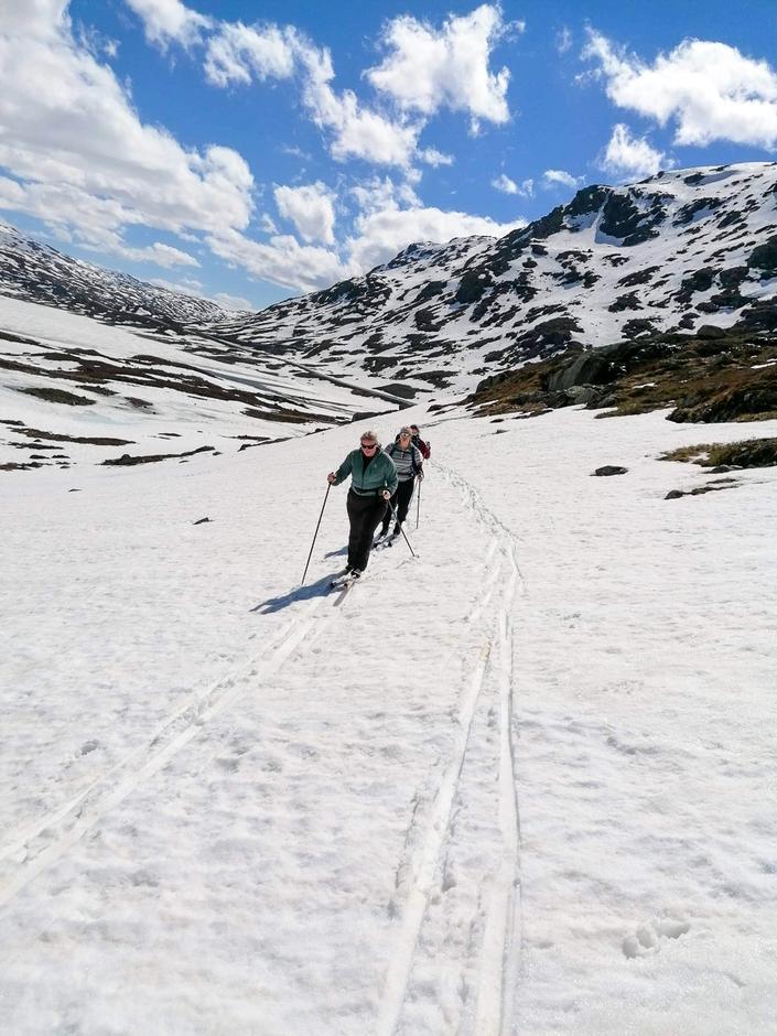 For de virkelige ivrige skiløperne finnes det fremdeles snø igjen i høyden og muligheter for sommerski