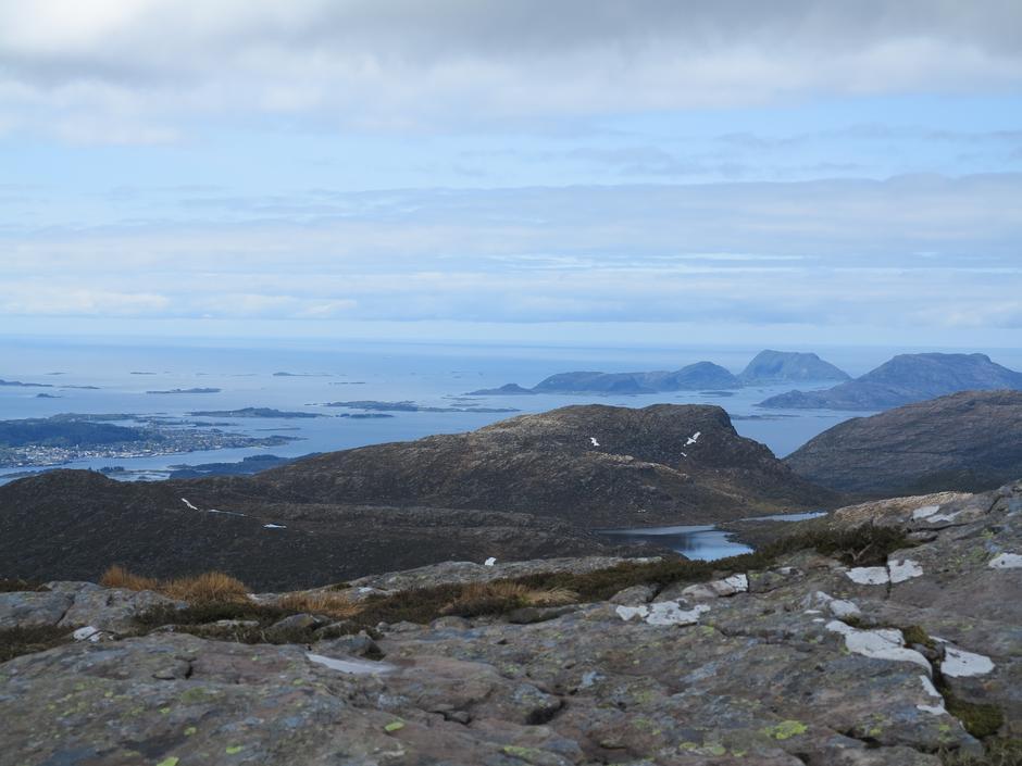 Utsikt mot Florø til venstre og øyane Reksta, Kinn og Skorpa til høgre.