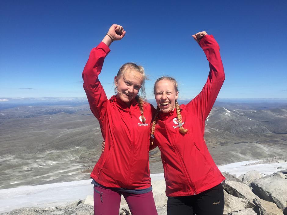 Adriane Wang og Benedicte H.Sivertsen på sommerturleder-kurs på Dovre.
