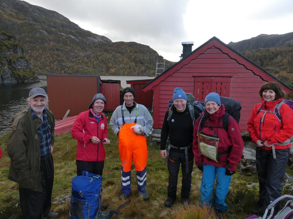 Bjarte og Inge Kleiven på Norddalssetra fortalte gode historiar om setra og området.